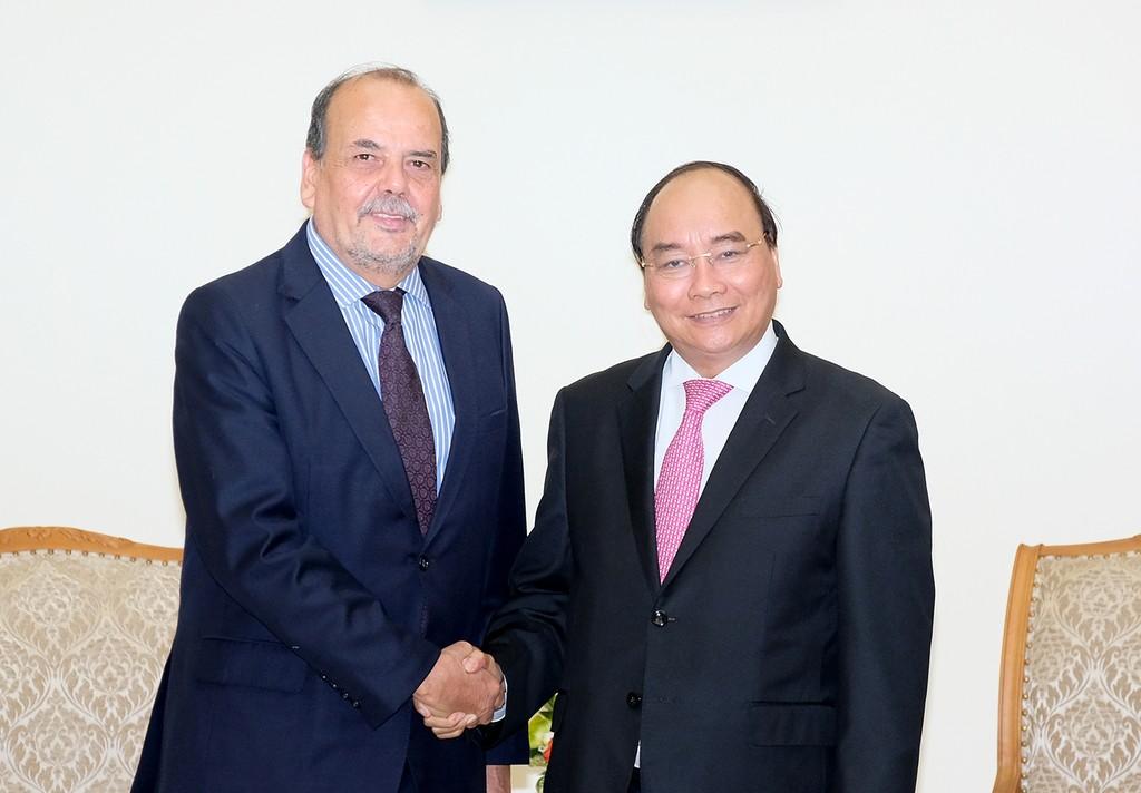Thủ tướng Nguyễn Xuân Phúc tiếp Đại sứ Chile tại Việt Nam Claudio Andres De Negri Quintana đến chào từ biệt nhân kết thúc nhiệm kỳ công tác. Ảnh: VGP