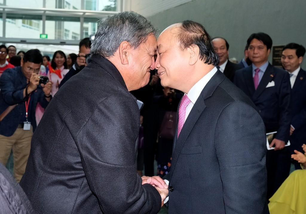 Thủ tướng thăm Đại học AUT và gặp gỡ kiều bào tại New Zealand - ảnh 1