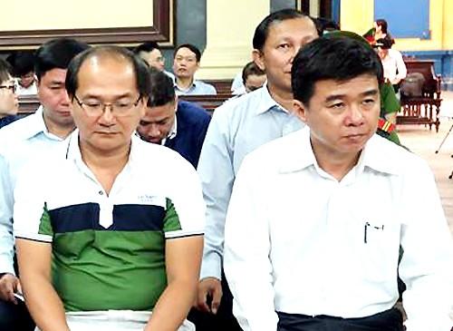 Cựu tổng giám đốc Trí (bên phải) bị đề nghị mức án cao nhất trong vụ án.