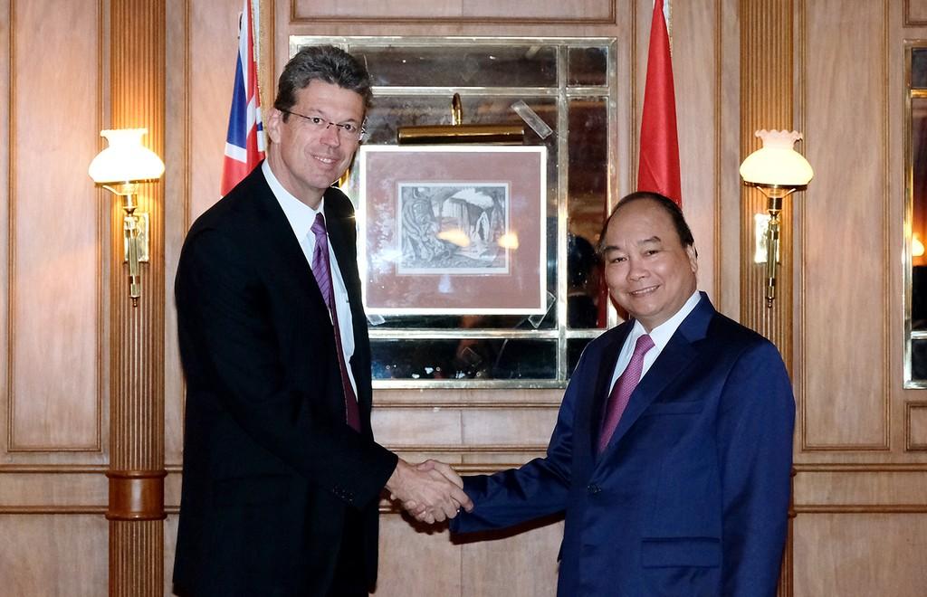 Thủ tướng Nguyễn Xuân Phúc tiếp ông Lukas Paravicini, Giám đốc điều hành Tập đoàn Fonterra. Ảnh: VGP