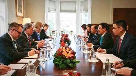 Phó Thủ tướng Phạm Bình Minh có cuộc gặp với Phó Thủ tướng, Bộ trưởng Ngoại giao New Zealand Winston Peters - Ảnh: VGP