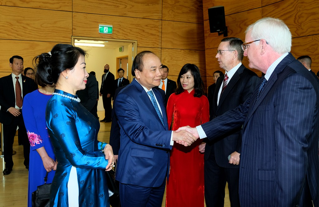 Thủ tướng và phu nhân tới thăm Đại học Waikato. Ảnh: VGP
