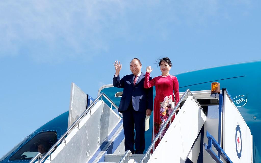 Thủ tướng Nguyễn Xuân Phúc cùng Phu nhân và Đoàn đại biểu Cấp cao Việt Nam đến sân bay quân sự Fairbairn, Thủ đô Canberra, Australia. Ảnh: VGP