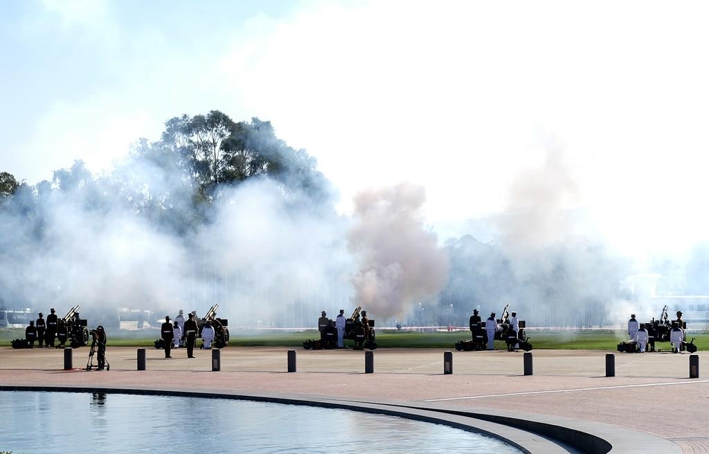 Lễ đón trọng thể Thủ tướng Nguyễn Xuân Phúc tại Australia - ảnh 1