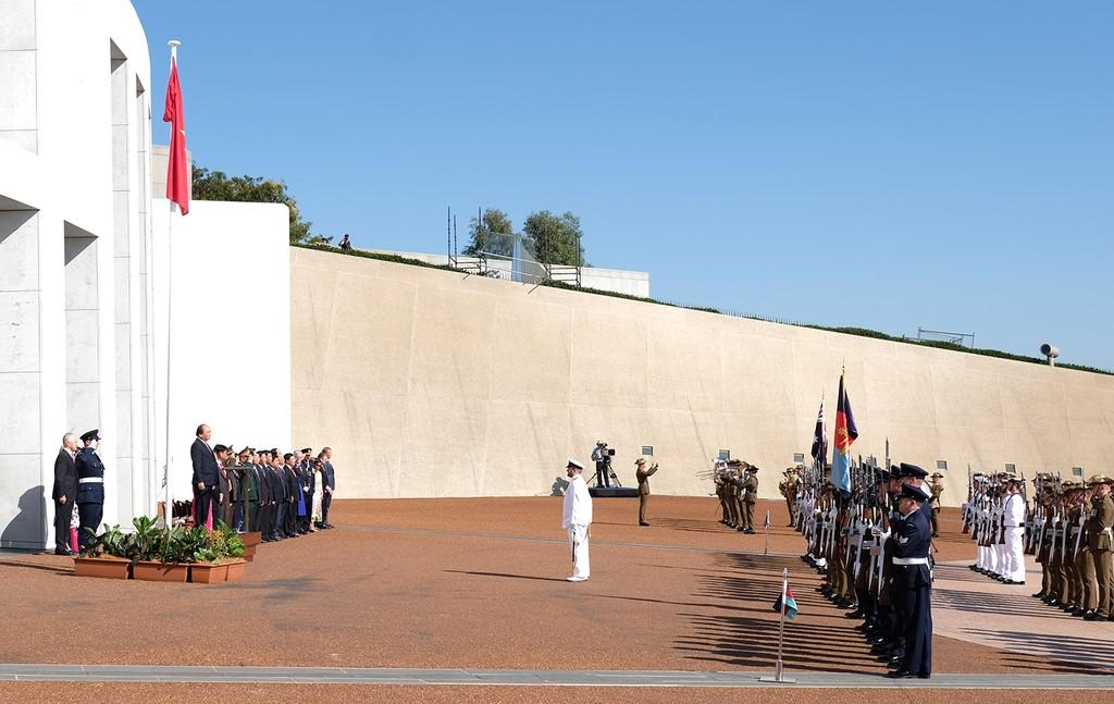 Lễ đón trọng thể Thủ tướng Nguyễn Xuân Phúc tại Australia - ảnh 2