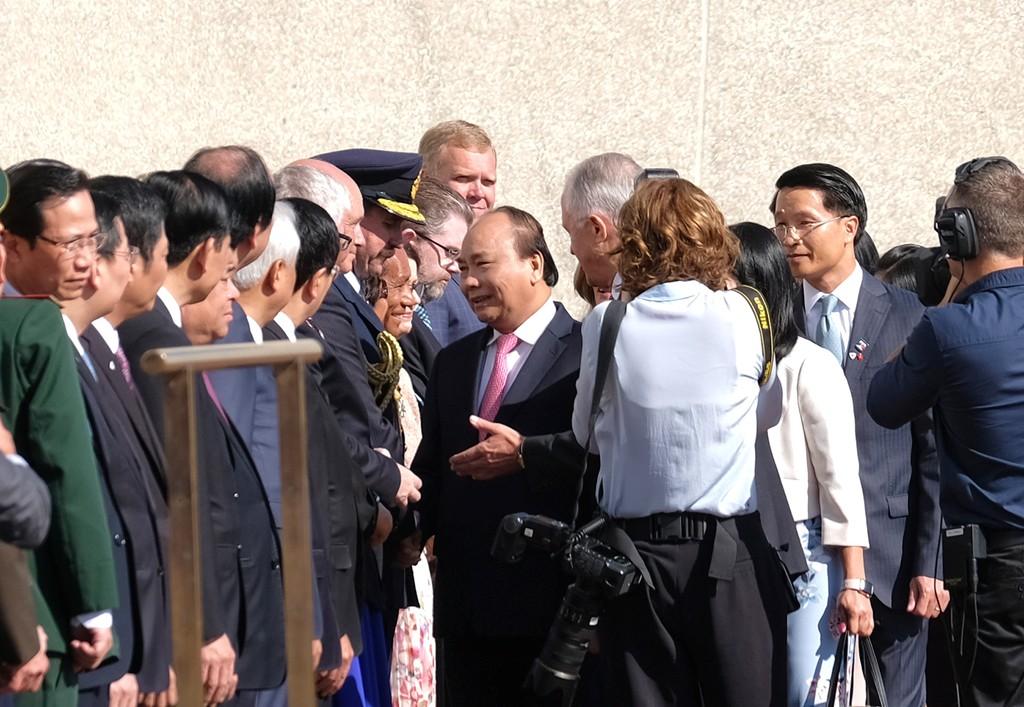 Lễ đón trọng thể Thủ tướng Nguyễn Xuân Phúc tại Australia - ảnh 6