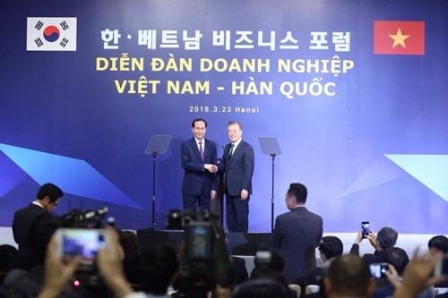 Tổng thống Hàn Quốc - Moon Jae-in và Chủ tịch nước  Trần Đại Quang.