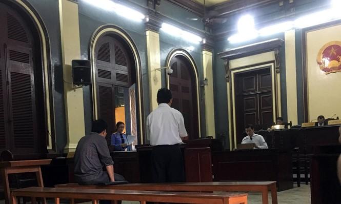 Hai bị cáo tại phiên tòa sáng 26.3