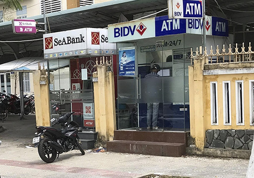 Khu vực cây ATM bị hai người Trung Quốc đặt camera đánh cắp mật khẩu. Ảnh: N.T.