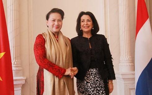 Chủ tịch Hạ viện Vương quốc Hà Lan Khadija Arib chủ trì lễ đón Chủ tịch Quốc hội Nguyễn Thị Kim Ngân. Ảnh: VOV