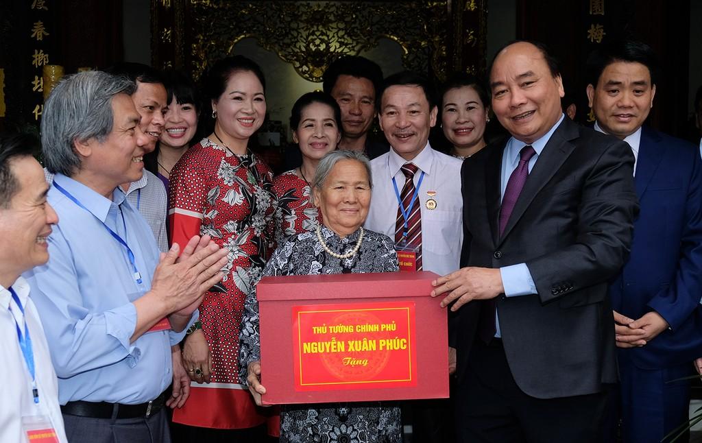 Thủ tướng thăm Làng gốm cổ Bát Tràng - ảnh 3