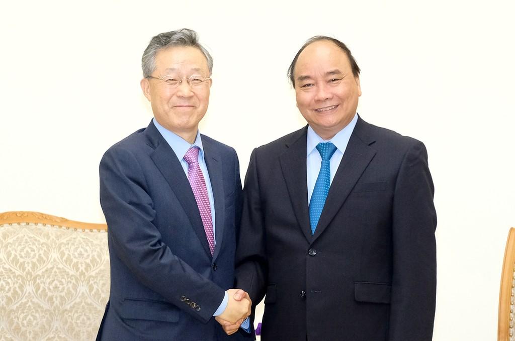 Thủ tướng Nguyễn Xuân Phúc tiếp cựu Bộ trưởng điều phối chính sách Hàn Quốc. Ảnh: VGP