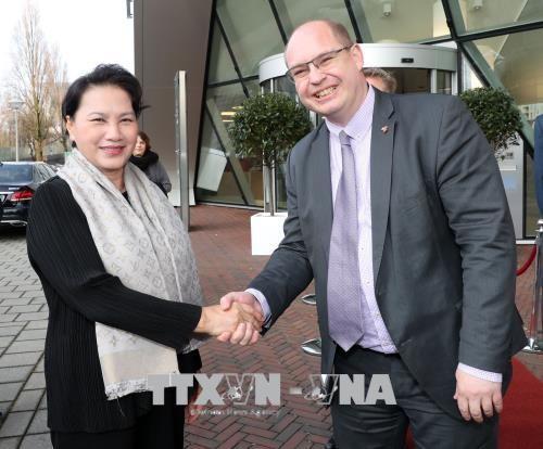 Chủ tịch Quốc hội Nguyễn Thị Kim Ngân thăm Công ty NACO tại Hà Lan. Ảnh: TTXVN