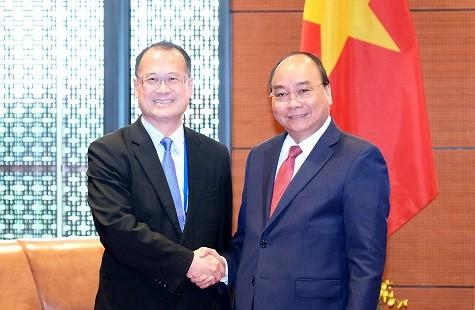 Thủ tướng Nguyễn Xuân Phúc tiếp ông Jonathan Choi, Chủ tịch Tập đoàn Sunwah, Hong Kong (Trung Quốc) - Ảnh: VGP