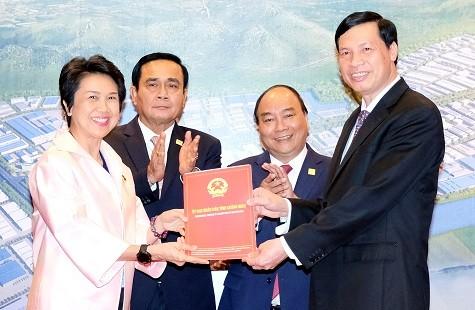 Thủ tướng Nguyễn Xuân Phúc gặp Thủ tướng Thái Lan bên lề GMS-6 - ảnh 1