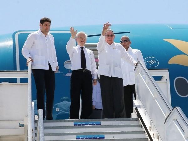 Tổng Bí thư Nguyễn Phú Trọng và Chủ tịch Cuba Raul Castro Ruz đến sân bay quốc tế Antonio Maceo, thành phố Santiago de Cuba. Ảnh: TTXVN