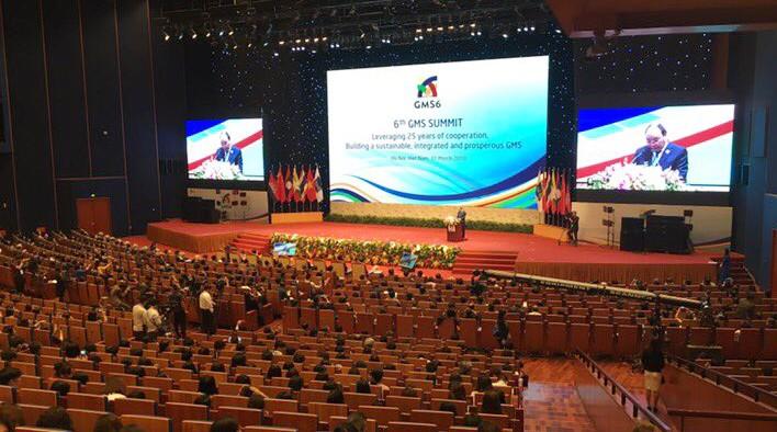 Thủ tướng Nguyễn Xuân Phúc phát biểu tại hội nghị. Ảnh: Nguyễn Hương