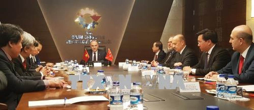 Đoàn công tác làm việc với Bộ trưởng Khoa học, Công nghiệp và Công nghệ Thổ Nhĩ Kỳ Faruk Ozlu. Ảnh: TTXVN phát