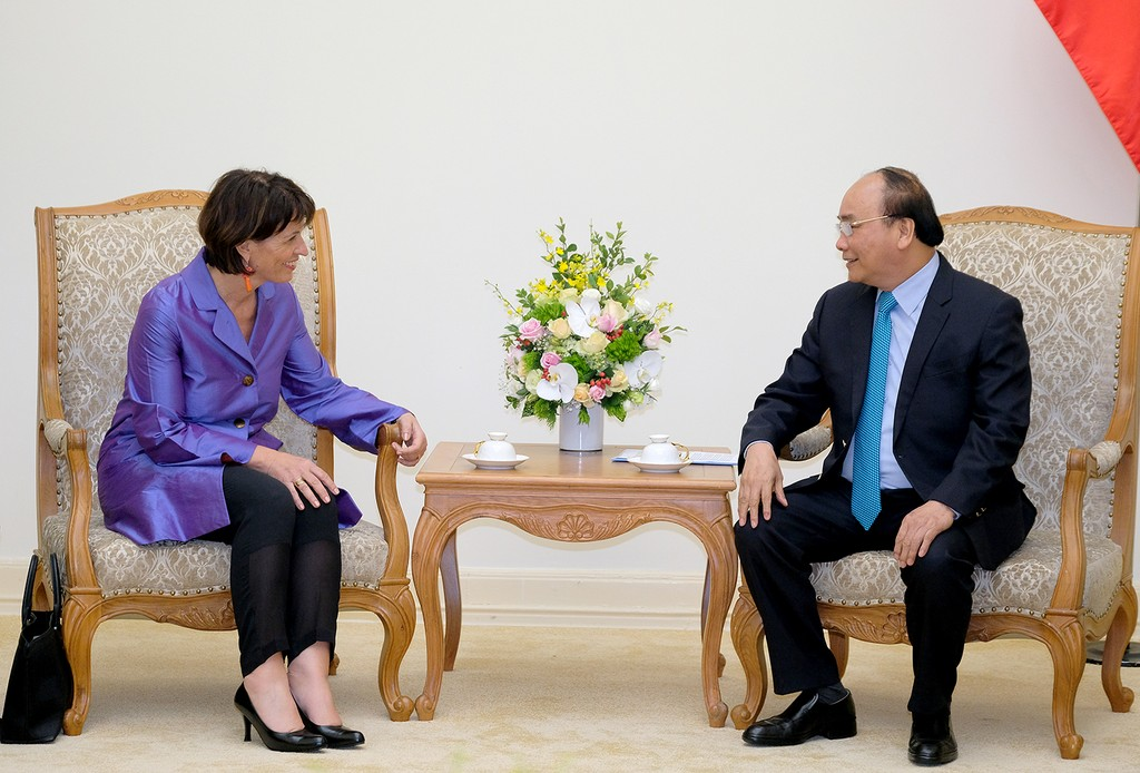 Thủ tướng tiếp Bộ trưởng phụ trách Môi trường, Giao thông, Năng lượng và Truyền thông Thụy Sĩ - ảnh 1