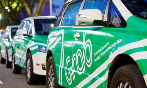 Xe taxi gắn biển Grab hoạt động tại Việt Nam.