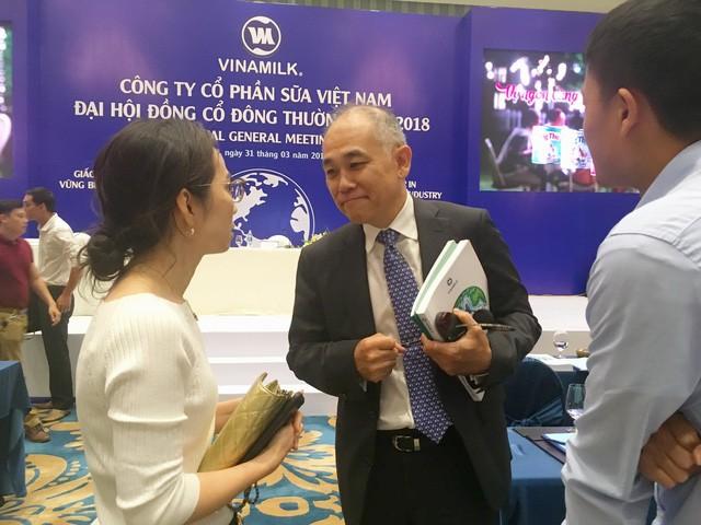 Ông Micheal Chye Hin Fah (giữa), hiện là thành viên HĐQT Công ty cổ phần sữa VN (Vinamilk), đồng thời là đại diện theo pháp luật của Vietnam Beverage - công ty đang sở hữu 53,59% vốn điều lệ Sabeco - Ảnh: T.V.N.