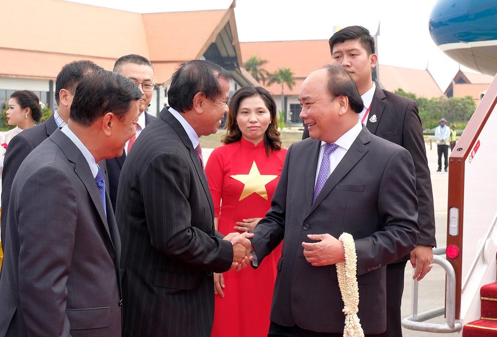 Thủ tướng đến Siem Reap, Campuchia - ảnh 1