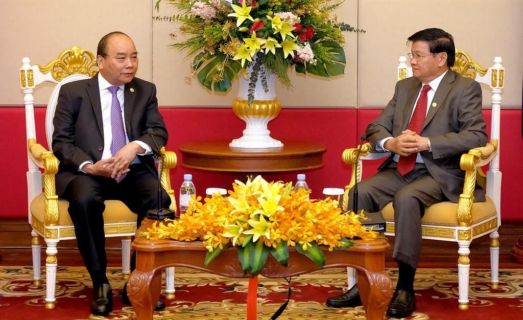 Thủ tướng Nguyễn Xuân Phúc gặp Thủ tướng Lào bên lề Hội nghị MRC - ảnh 1