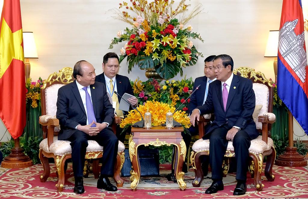 Thủ tướng Nguyễn Xuân Phúc gặp Thủ tướng Campuchia - ảnh 1