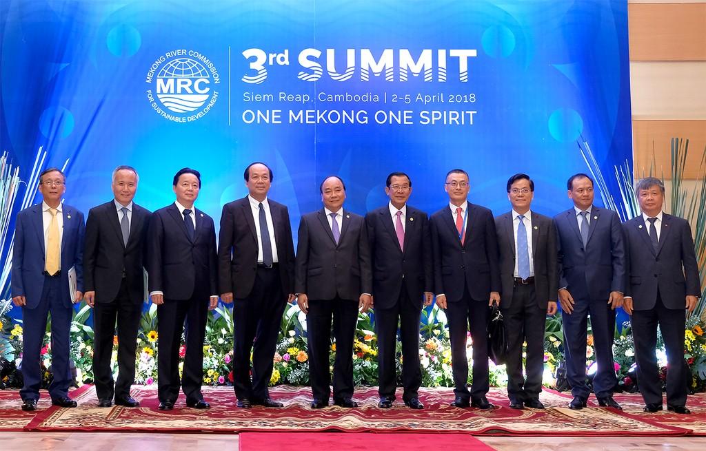 Thủ tướng Nguyễn Xuân Phúc gặp Thủ tướng Campuchia - ảnh 2