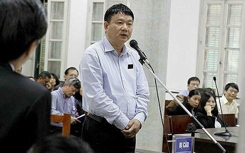Bị cáo Đinh La Thăng tại phiên tòa xét xử vụ PVN mất 800 tỷ đồng. (Ảnh: TTXVN)