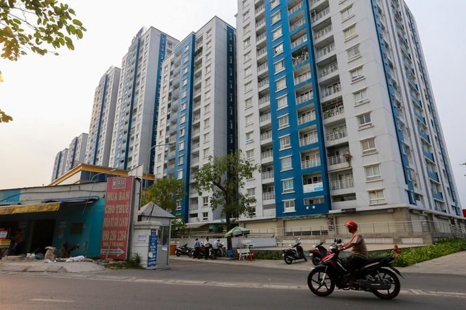 Ngày 7/4, Bộ Xây dựng bắt đầu tiếp cận hiện trường để kiểm định lại chất lượng chung cư Carina Plaza sau thảm họa cháy làm 13 người tử vong. (VnExpress)