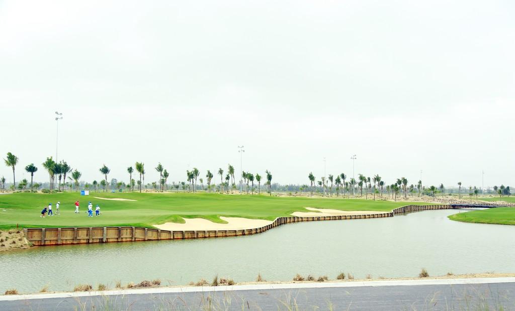 BRG Đà Nẵng Golf Resort chào đón sân gôn phong cách bờ kè đầu tiên tại Châu Á - ảnh 3
