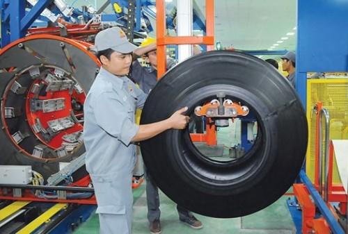 Bên trong nhà máy sản xuất lốp ôtô của Casumina.