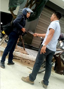 Khởi tố đối tượng cầm dao dọa giết phóng viên - ảnh 1