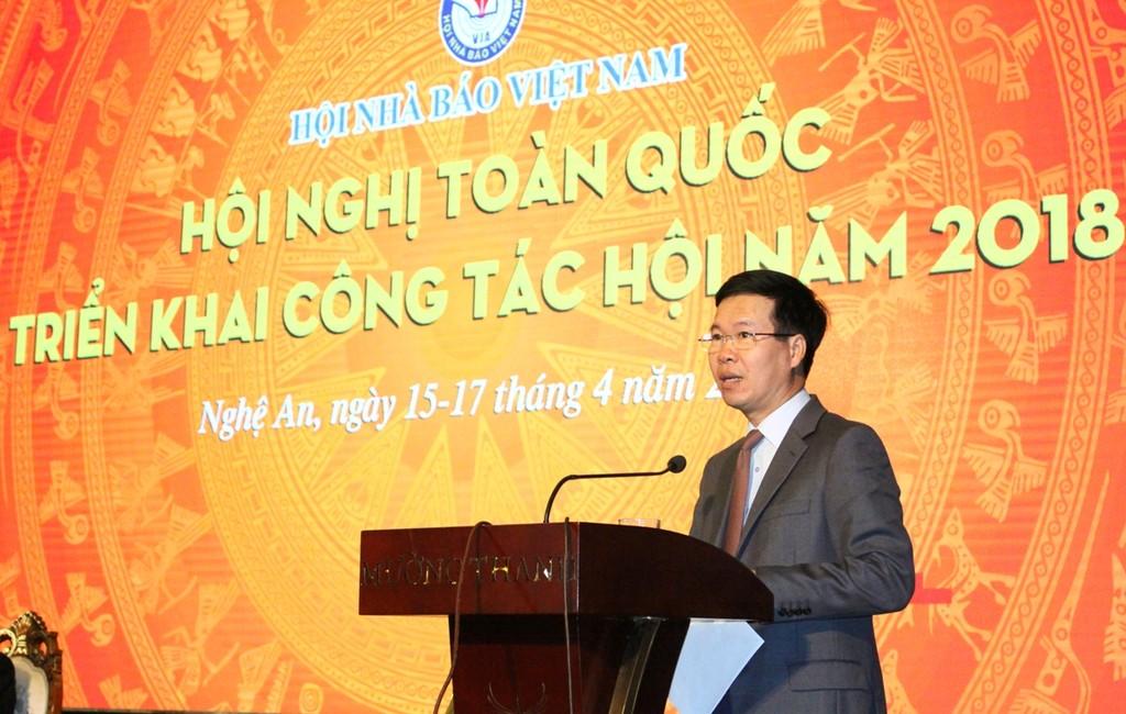 Trưởng Ban Tuyên giáo Trung ương Võ Văn Thưởng phát biểu chỉ đạo Hội nghị. Ảnh: VGP