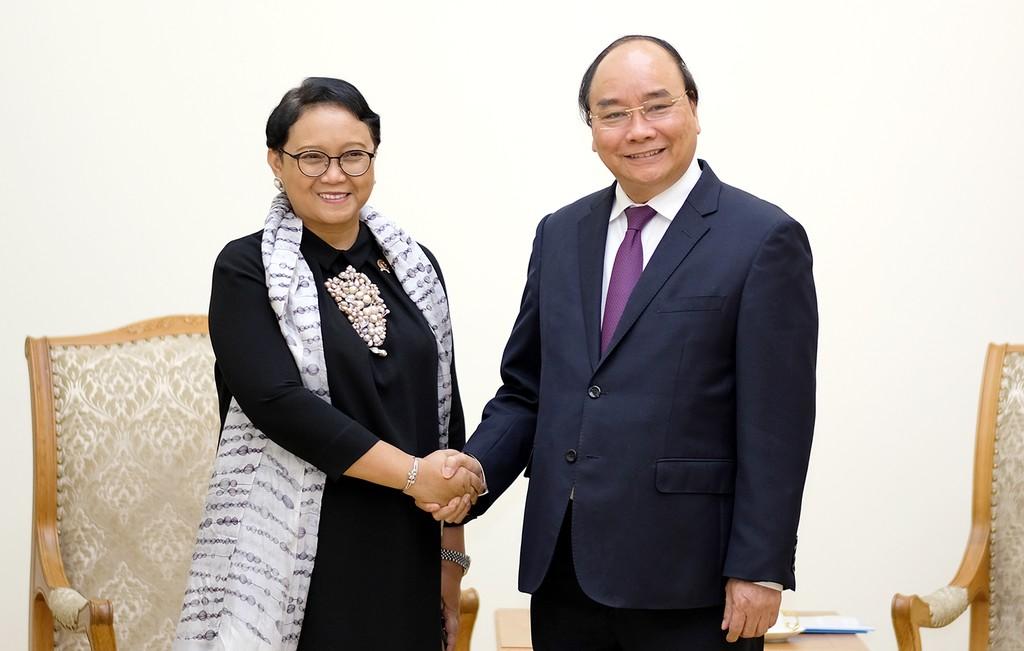 Thủ tướng Nguyễn Xuân Phúc tiếp Bộ trưởng Ngoại giao Indonesia, bà Retno Marsudi. Ảnh: VGP