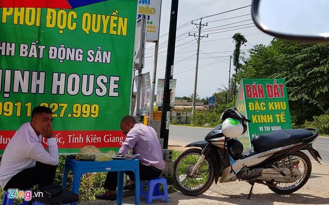 Sốt đất Vân Phong, lãnh đạo địa phương nói chỉ bên mua - bán biết - ảnh 1