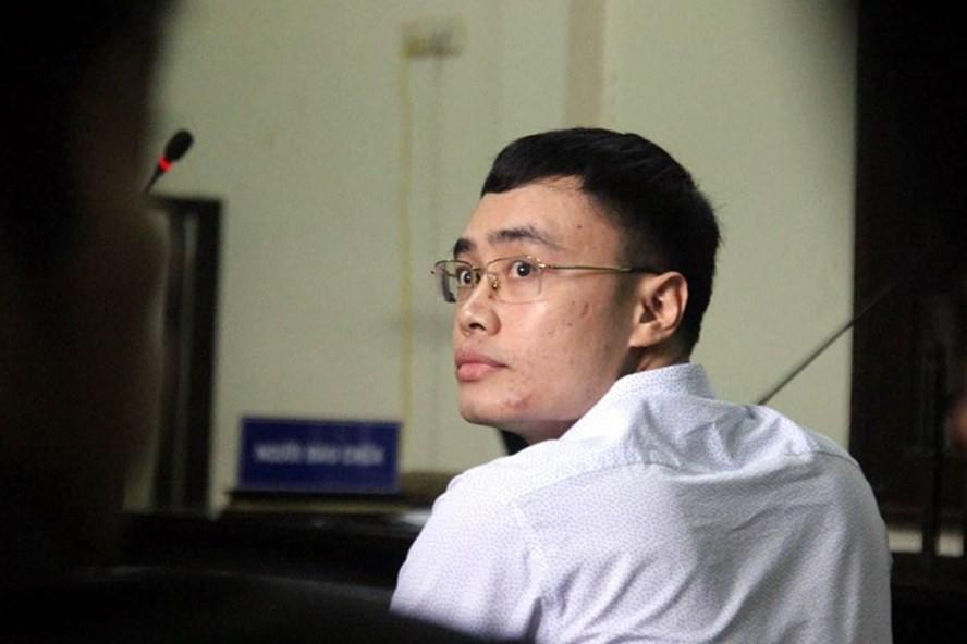 Cựu nhà báo Lê Duy Phong tại tòa sáng nay.