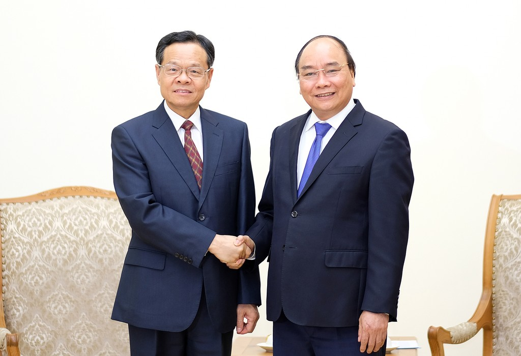 Thủ tướng Nguyễn Xuân Phúc tiếp ông Trần Vũ, Chủ tịch Khu tự trị dân tộc Choang, Quảng Tây, Trung Quốc. Ảnh: VGP