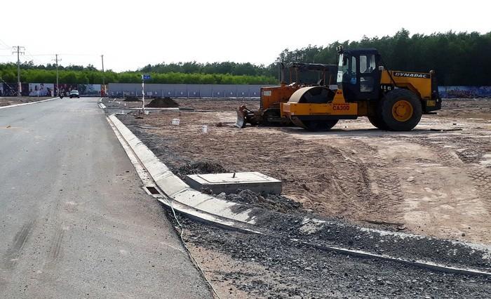 Một dự án khu dân cư đang được xây dựng cơ sở hạ tầng tại xã Lộc An, huyện Long Thành, Đồng Nai