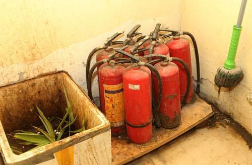 Bình cứu hỏa chung cư Hà Nội không hoạt động khi bị kiểm tra đột xuất - ảnh 1