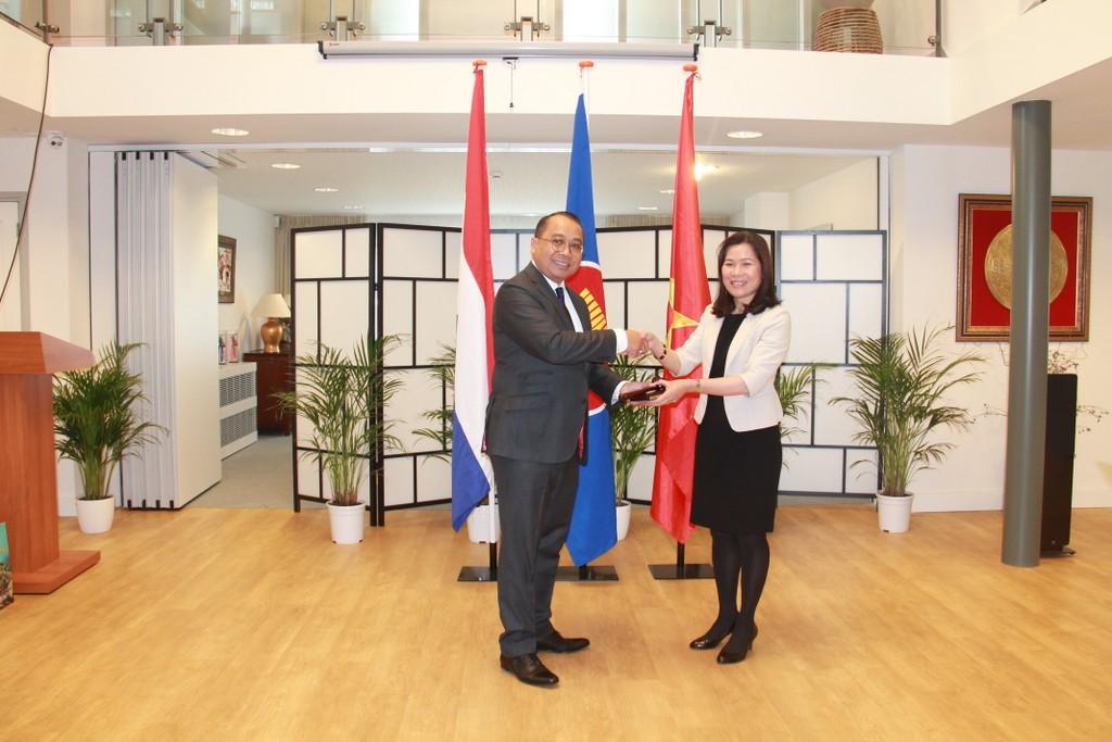 Đại sứ Indonesia chuyển giao chức Chủ tịch luân phiên Ủy ban ASEAN cho Đại sứ Việt Nam