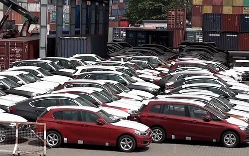 Ôtô dưới 9 chỗ nhập về Việt Nam giảm mạnh trong quý I.