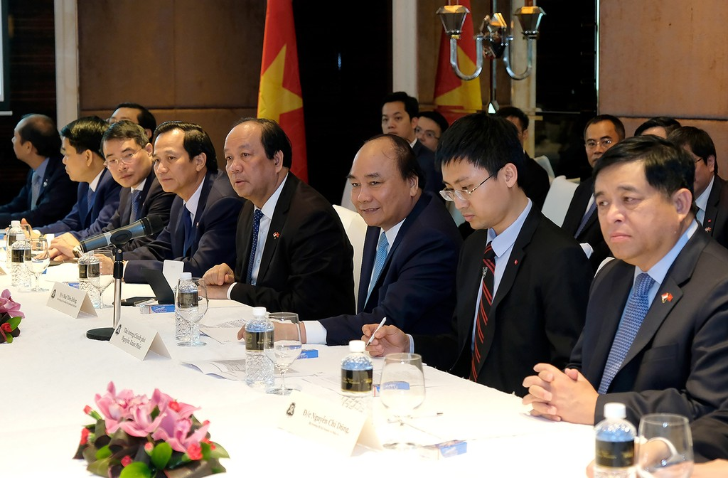 Thủ tướng nghe các chuyên gia Singapore chia sẻ về cách mạng công nghiệp 4.0 - ảnh 1