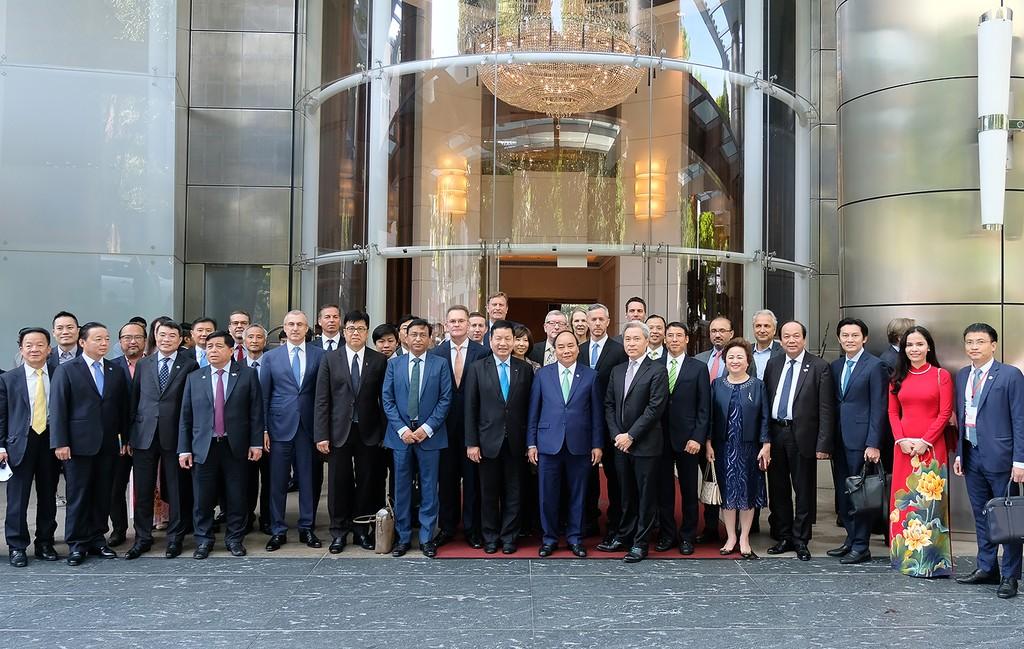 Thủ tướng tọa đàm bàn tròn với các công ty đa quốc gia Singapore - ảnh 4