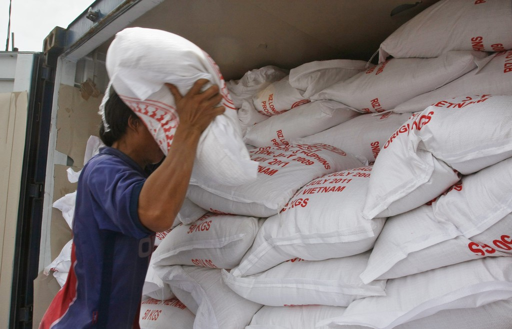Liên quan đến Nghị định 109 của Chính phủ về ĐKKD xuất khẩu gạo, Bộ Công Thương cũng tiến hành điều chỉnh thời gian thực hiện thủ tục từ 15 ngày làm việc xuống còn 10 ngày. Ảnh: Tường Lâm