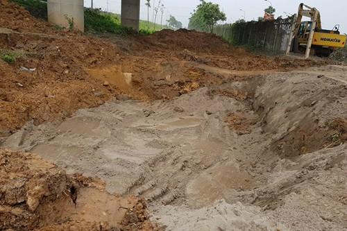 Đường ống nước sông Đà bị rò rỉ tại km23 đại lộ Thăng Long