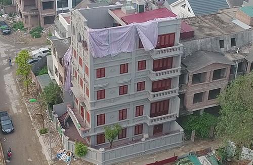 Căn biệt thự có phần xây trái phép của gia đình Cựu cục trưởng C50 cũng nằm trên quận Nam Từ Liêm.