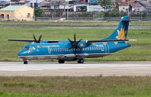 Máy bay ATR72 của Vietnam Airlines tại sân bay Tân Sơn Nhất. Ảnh: Jetphotos.