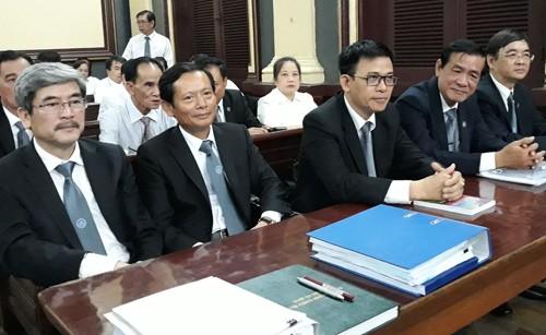 Bị cáo buộc chiếm dụng 6.300 tỷ, đại gia Sáu Phấn không thể đến tòa - ảnh 3